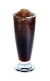 与在白色背景隔绝的玻璃的可乐 库存图片