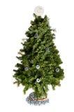 与在白色返回查出的链轮装饰的圣诞树 库存图片