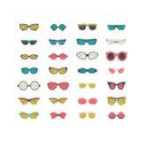 与在白色隔绝的五颜六色的太阳镜的时尚集合 导航在蓝色,绿色和桃红色的例证 妇女和男女皆宜的太阳镜我 皇族释放例证