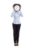 与在白色隔绝的办公室时钟的卷曲妇女覆盖物面孔 免版税库存照片