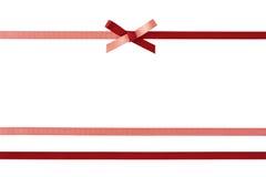 与在白色隔绝的弓的装饰丝带 免版税库存照片