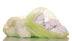 与在白色隔绝的纸废物的绿色垃圾袋 免版税库存照片