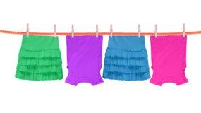 与在白色隔绝的衣裳的洗衣店线 免版税库存图片