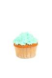 与在白色隔绝的黄油奶油的生日杯形蛋糕 库存照片