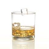 与在白色集合拼贴画隔绝的冰块的威士忌酒玻璃 图库摄影