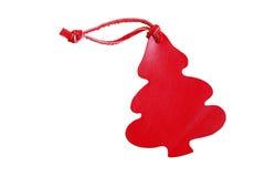 与在白色b隔绝的皮革绳子的红色树皮革价牌 免版税库存图片