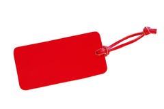 与在白色backgr隔绝的皮革绳子的红色皮革价牌 免版税库存照片