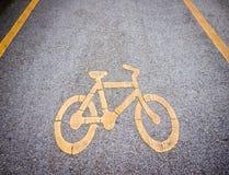 与标志的自行车道 免版税库存图片
