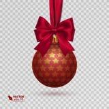 与在透明背景隔绝的红色丝带的现实圣诞节球 库存照片
