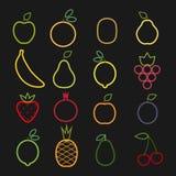 画与在黑背景的线的套平的果子象 免版税库存图片