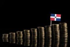与在黑色隔绝的全部的多米尼加共和国旗子硬币 免版税库存图片