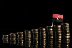 与在黑色隔绝的全部的安哥拉旗子硬币 免版税库存照片