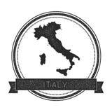 与地图的减速火箭的困厄的意大利徽章 图库摄影