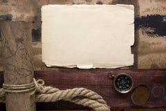 与地图的古老羊皮纸 库存照片