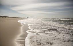 与地平线的海滩 库存图片