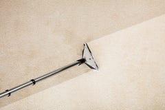 与地毯的吸尘器 免版税库存图片