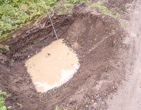 与地水进入和测量的酒吧, aeria的挖掘坑 库存图片
