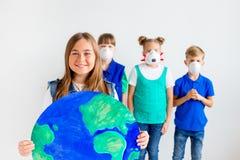 与地球的孩子 免版税库存照片