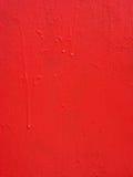与坎坷的红色金属油漆纹理和下落浮出水面 都市背景的grunge 免版税库存照片
