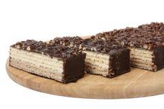 与坚果和巧克力的奶蛋烘饼蛋糕 免版税库存照片