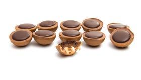 与坚果的块菌状巧克力 免版税库存照片