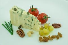 与坚果的青纹干酪 库存图片
