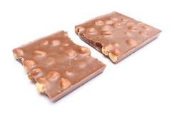与坚果的整个巧克力在白色背景 免版税库存照片