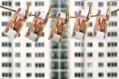 与垂悬在寓所门面前面的金融法案的不动产投资概念 免版税库存照片