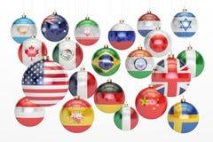 与垂悬的国旗的垂悬的圣诞节球 新年和 免版税库存图片
