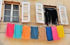 与垂悬的毛巾的两个开窗口 库存照片