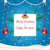 与垂悬红色球、白色、标记、金铃和云杉的分支的圣诞卡蓝色 适用于邀请 免版税库存照片
