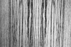 与垂直的织地不很细木表面有一点弯曲了线 黑色白色 免版税库存图片