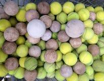 与垒球的网球 库存图片