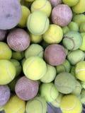 与垒球的网球 免版税库存图片