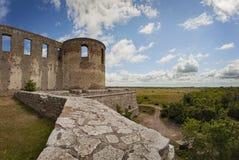 与垒的堡垒废墟 免版税图库摄影