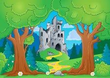 与城堡废墟的树题材 库存照片