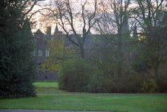 与城堡庭院的城堡在海尔蒙德 图库摄影