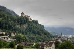 与城堡的瓦杜兹全景,列支敦士登 免版税图库摄影