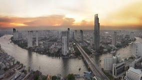 与城市的曼谷地平线在日落前 免版税库存照片