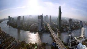 与城市的曼谷地平线在日落前 免版税库存图片