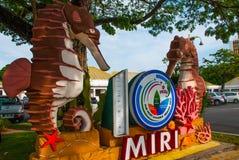与城市米里的名字的一个标志拿着一匹海马 婆罗洲,沙捞越,马来西亚 免版税库存图片