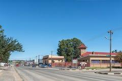 与城镇厅的街道场面在艾略特 库存图片