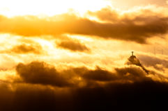 与基督的Corcovado山救世主雕象 免版税库存照片