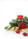与基督礼物弓、丝带和分支的圣诞节构成  免版税库存图片
