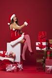 与堆的性感的圣诞老人礼物 免版税库存图片