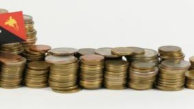 与堆的巴布亚新几内亚旗子金钱硬币 股票视频