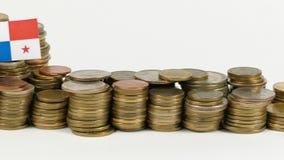 与堆的巴拿马旗子金钱硬币 股票录像