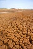 与堡垒的破裂的炎热的地球 免版税库存图片