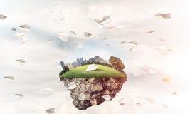 与塔和摩天大楼的现代都市风景la的绿色部分的 图库摄影