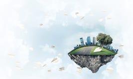 与塔和摩天大楼的现代都市风景la的绿色部分的 免版税库存图片